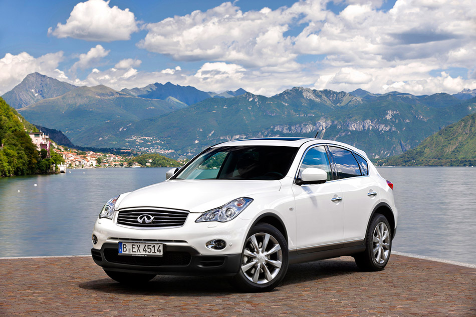 2011 Infiniti EX30d Front Angle