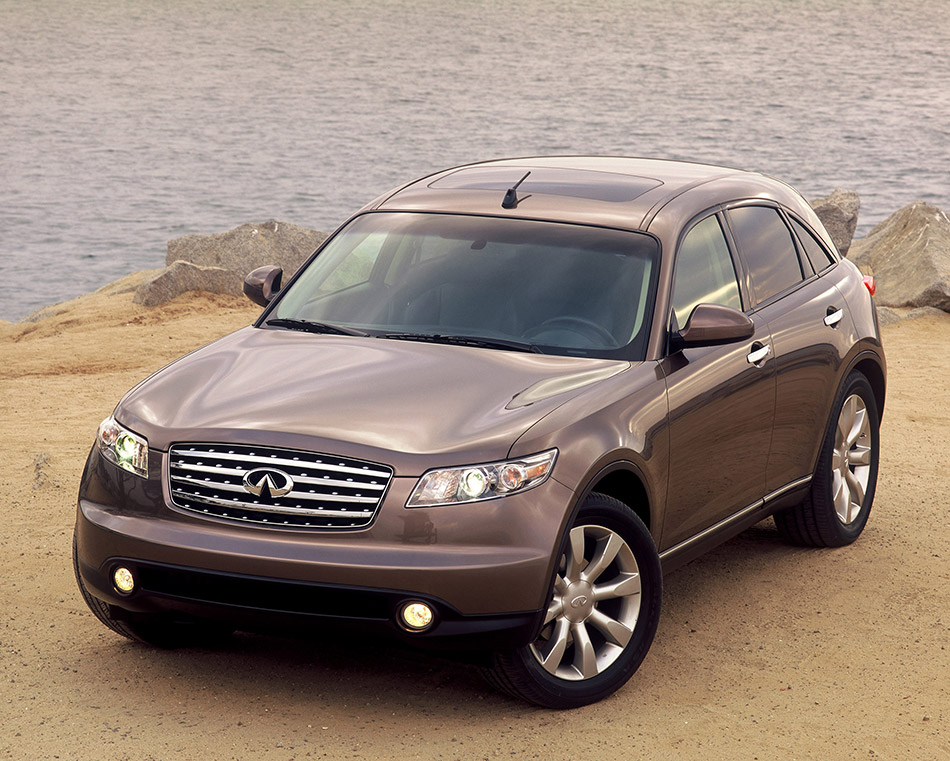 2003 Infiniti FX45 Front Angle
