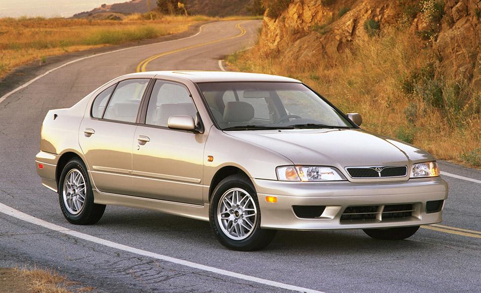 2001 Infiniti G20 Sports Sedan Front Angle