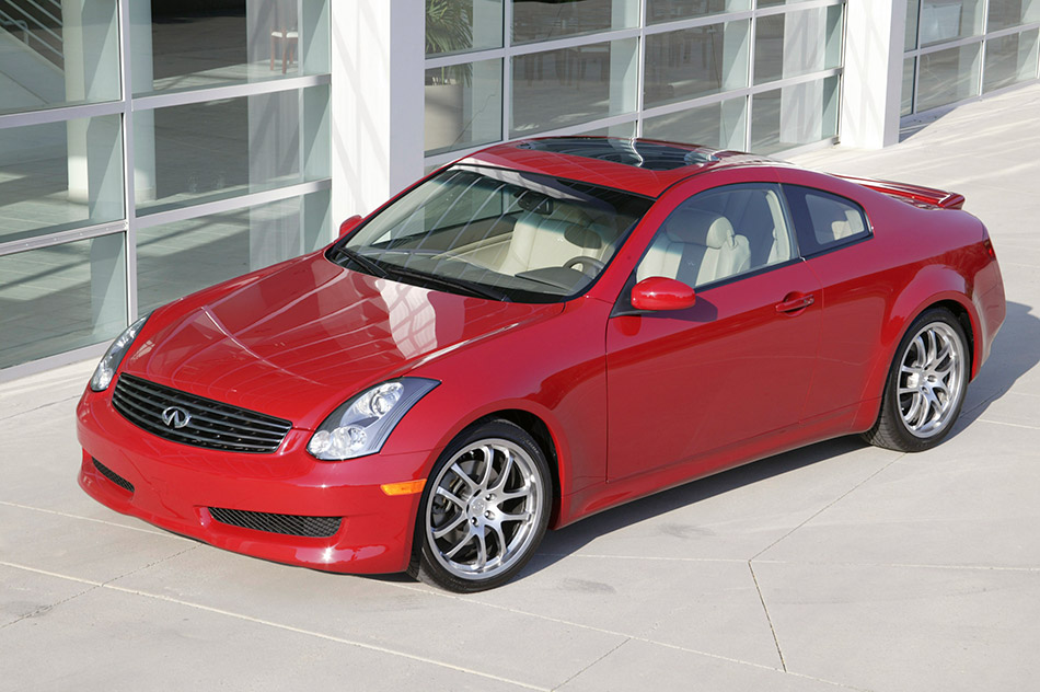 2006 Infiniti G35 Coupe Front Angle