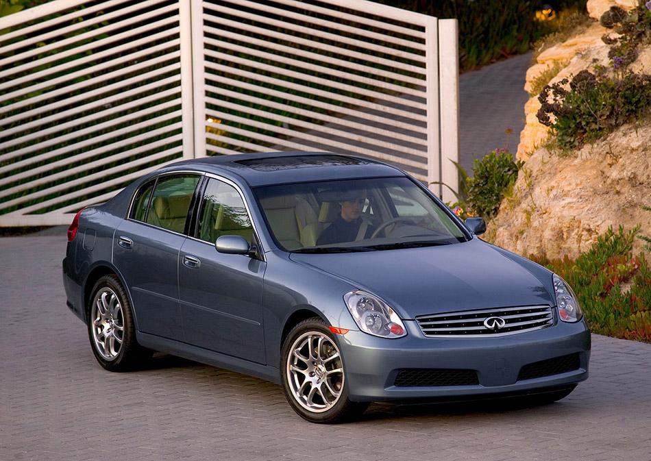 2005 Infiniti G35 Sedan Front Angle