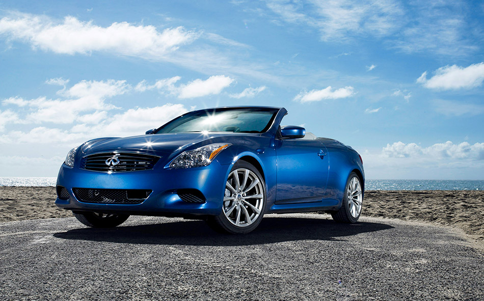 2009 Infiniti G37 Convertible Front Angle