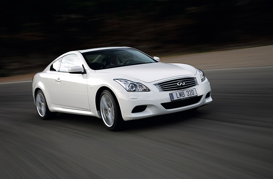 2009 Infiniti G37 Coupe Front Angle