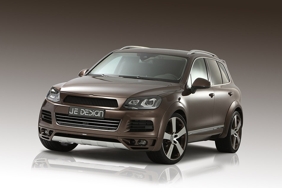 2011 JE Design Volkswagen Touareg Front Angle
