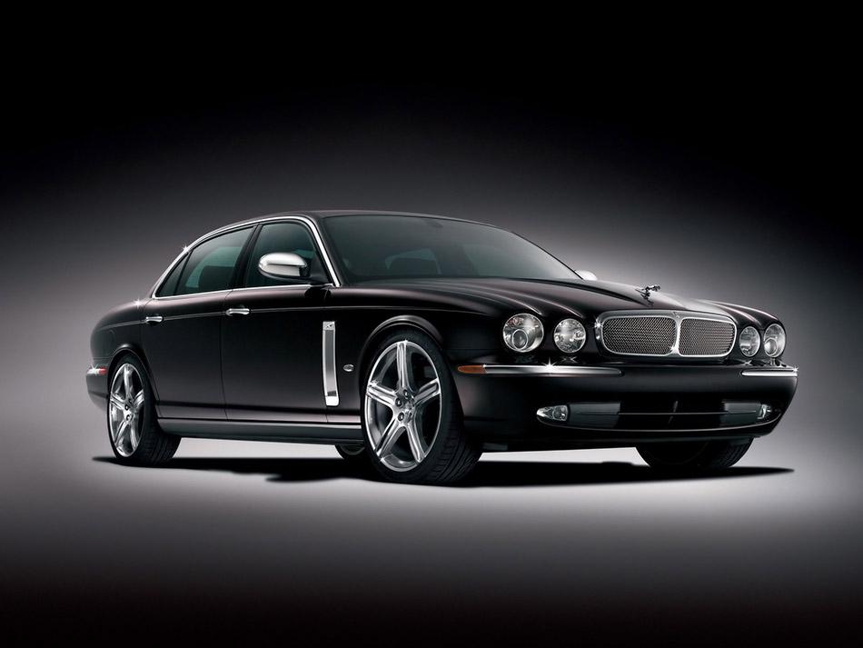 2006 Jaguar Super V8 Front Angle