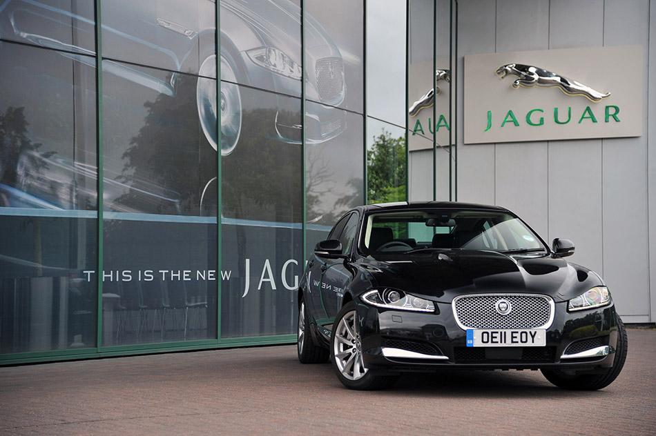 2012 Jaguar XF 2.2 Diesel Front Angle
