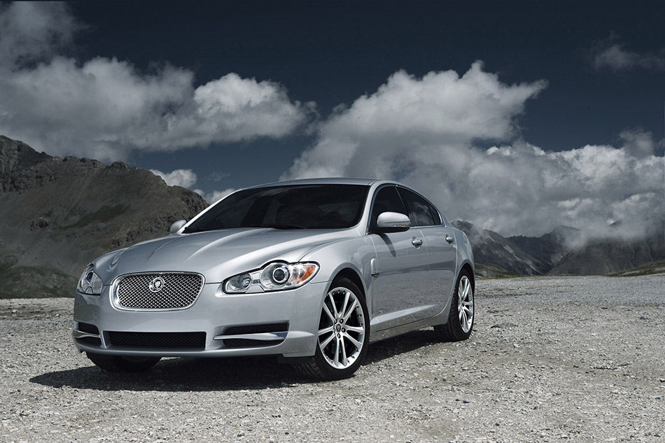 2010 Jaguar XF Front Angle