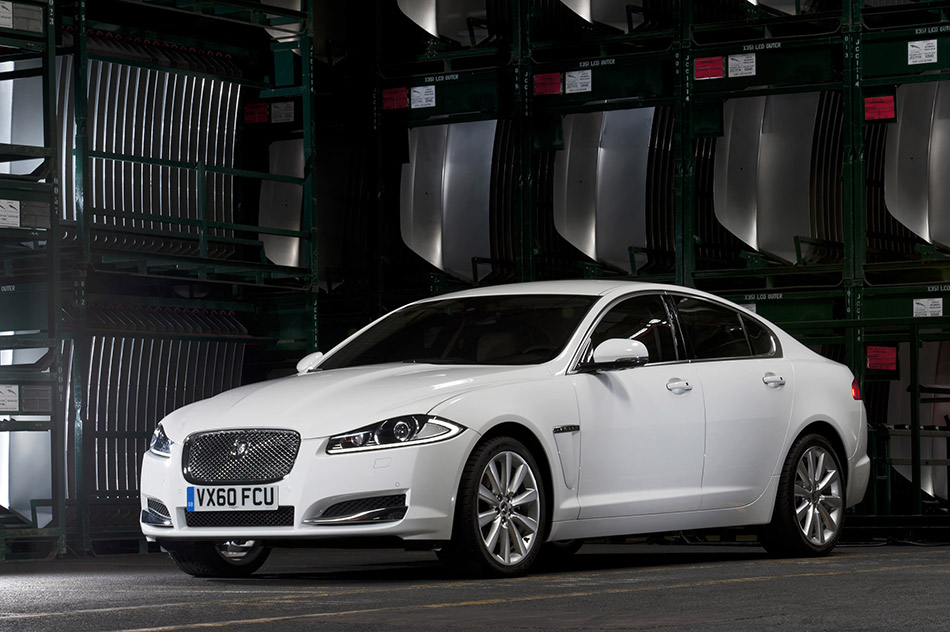2012 Jaguar XF Front Angle