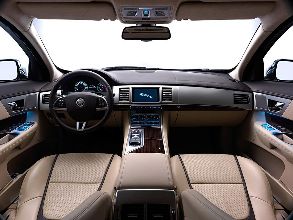 2013 Jaguar XF Sportbrake Interior