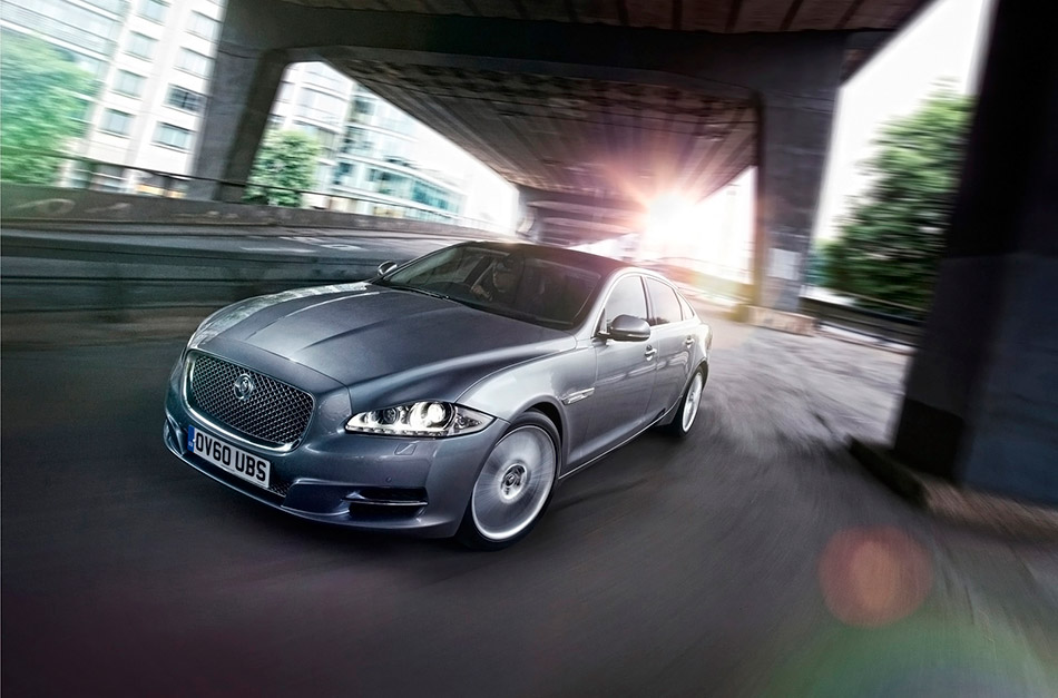 2012 Jaguar XJ Front Angle