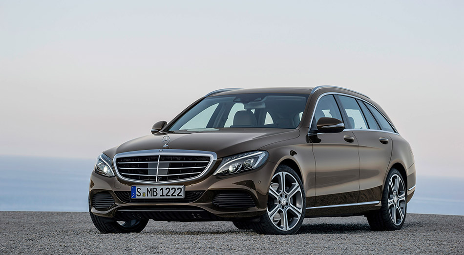 2015 Mercedes-Benz C-Class Estate Front Angle