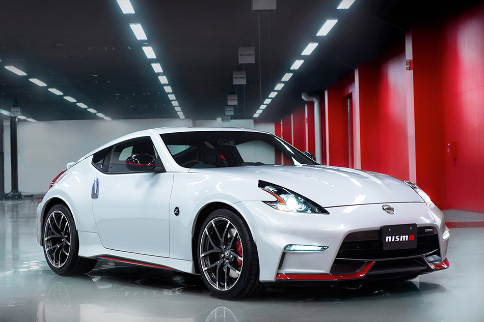 2015 Nissan 370Z NISMO Front Angle