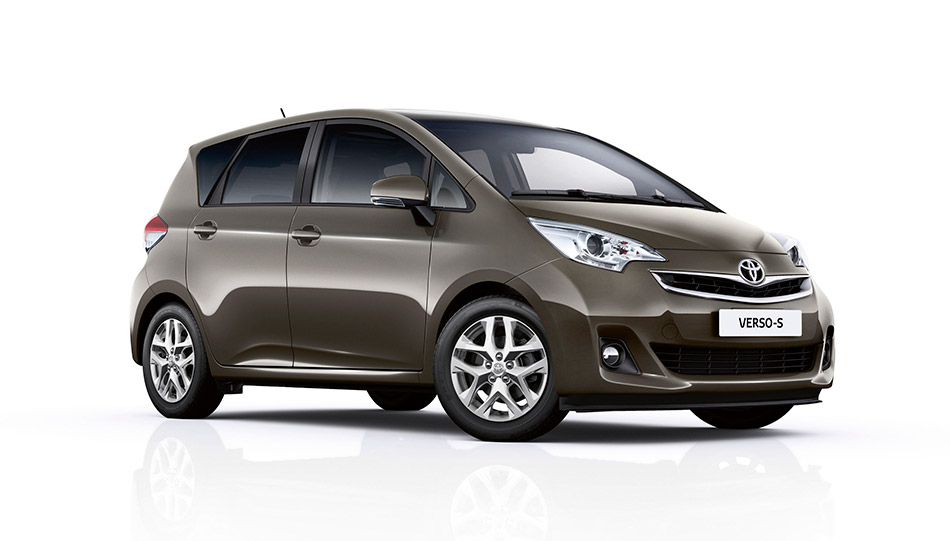 2015 Toyota Verso-S Front Angle