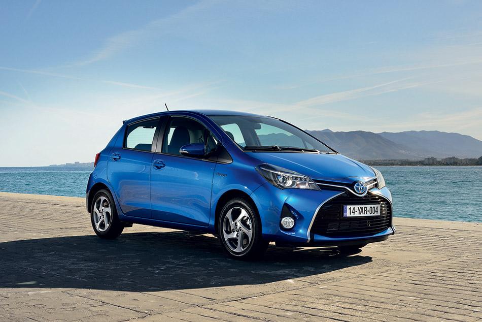 2015 Toyota Yaris Front Angle