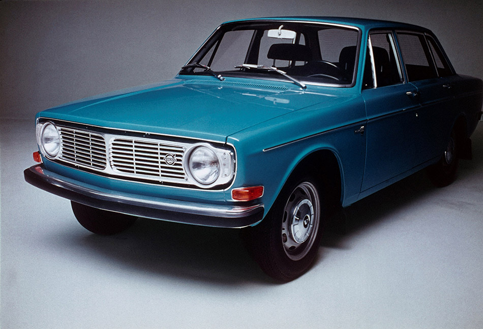 1966 Volvo 144 Front Angle