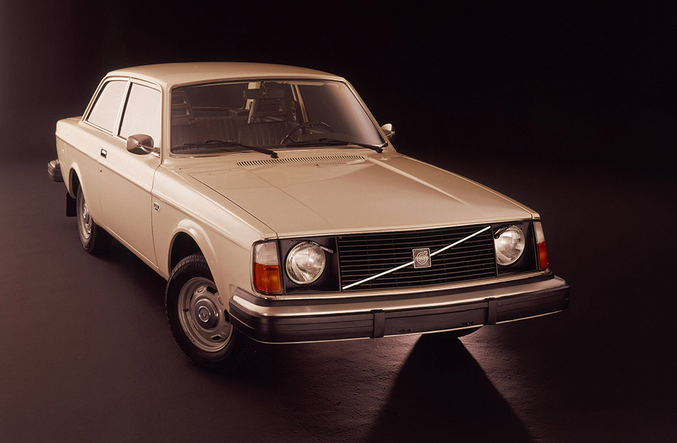 1974 Volvo 242 Front Angle