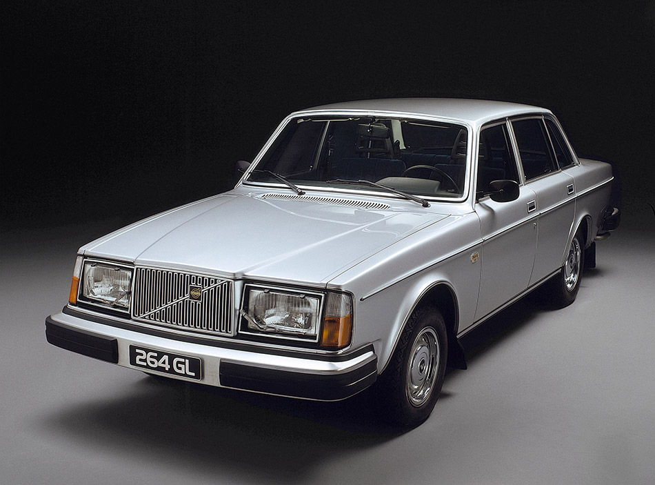 1975 Volvo 264 Front Angle