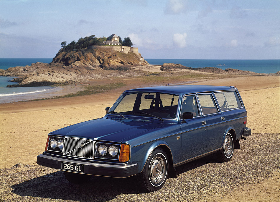 1975 Volvo 265 Front Angle
