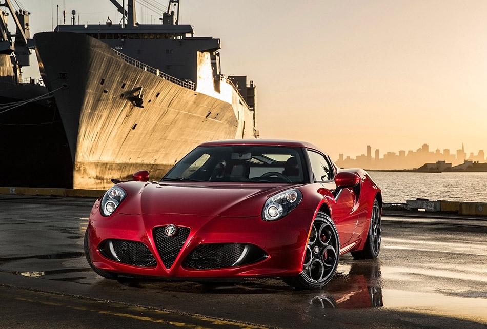 2015 Alfa Romeo 4C Coupe US-Version Front Angle