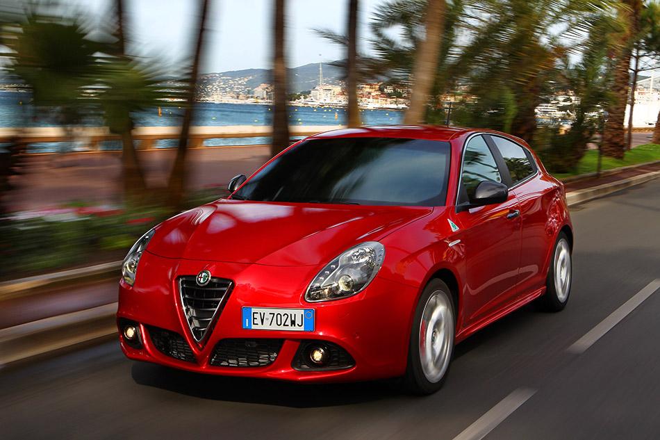 2014 Alfa Romeo Giulietta Quadrifoglio Verde  Front Angle