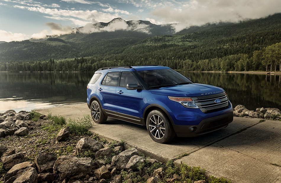2015 Ford Explorer XLT Front Angle