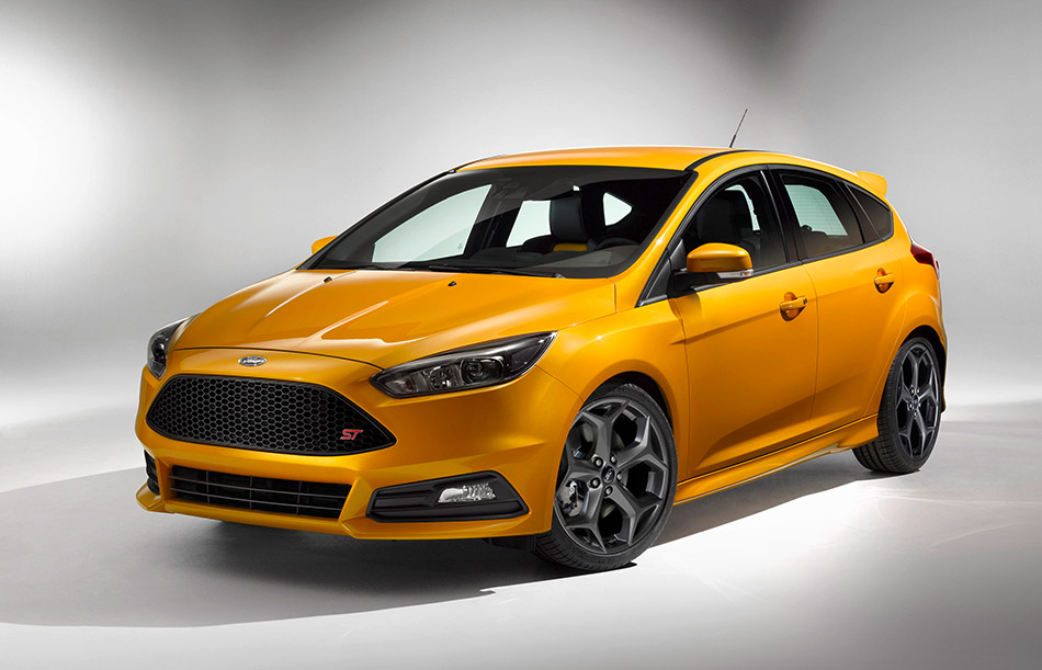 2015 Ford Focus ST Front Angle