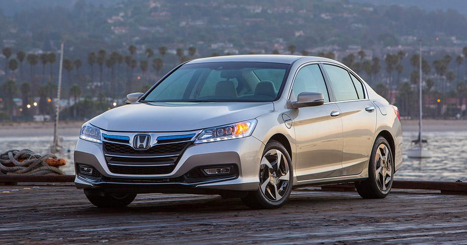 2014 Honda Accord PHEV Front Angle