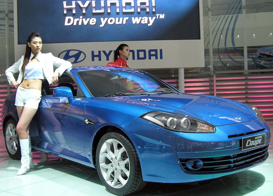 2007 Hyundai Coupe Front Angle