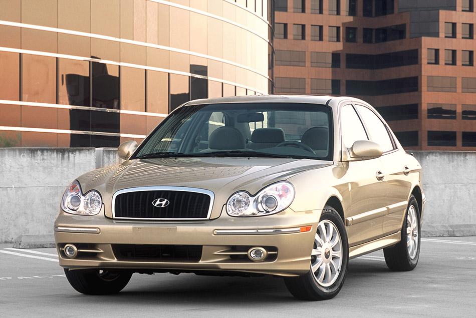 2005 Hyundai Sonata Front Angle
