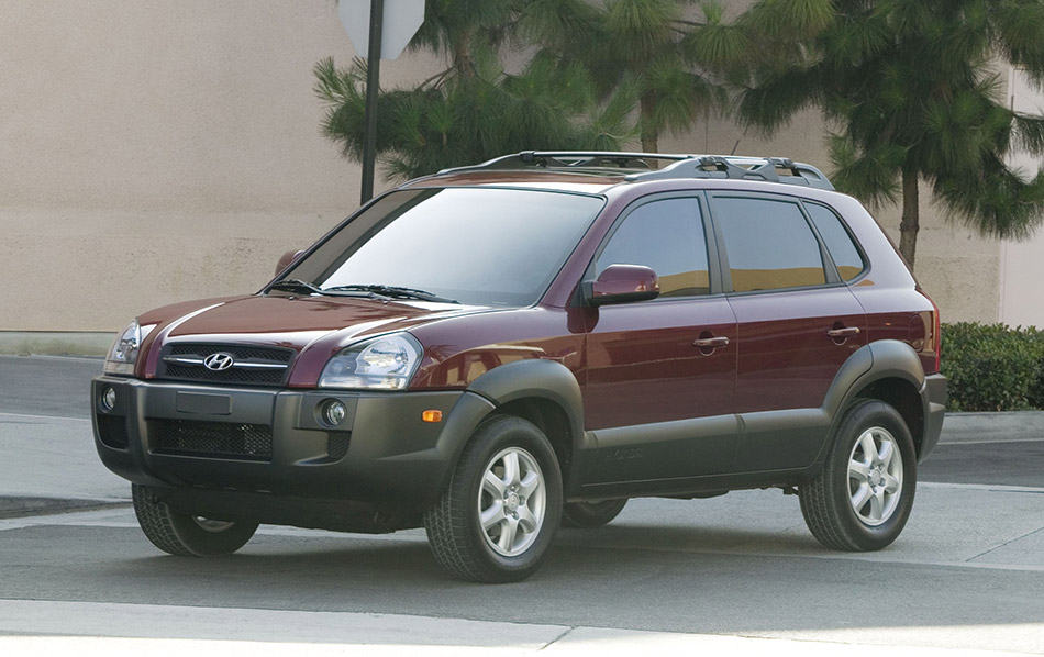 2005 Hyundai Tucson Front Angle