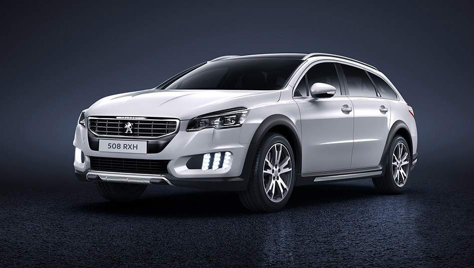 2015 Peugeot 508 RXH Front Angle