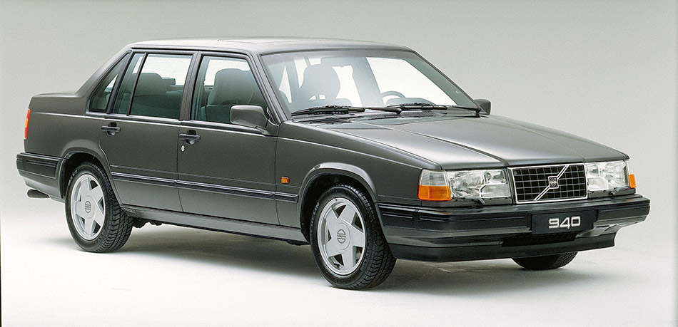 1990 Volvo 940 Front Angle