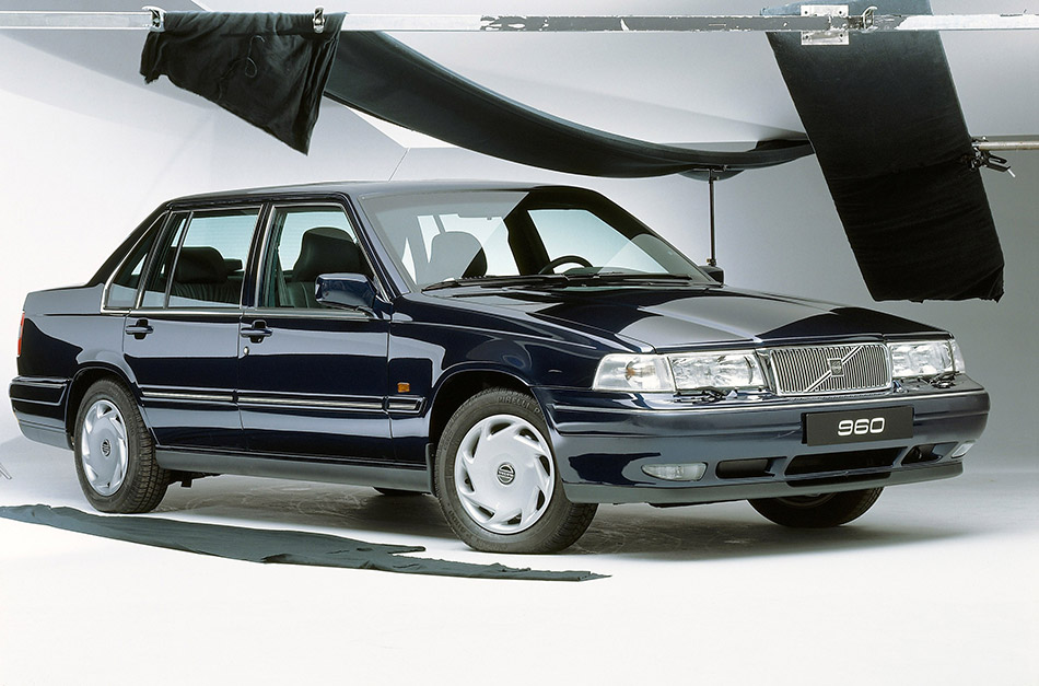 1990 Volvo 960 Front Angle