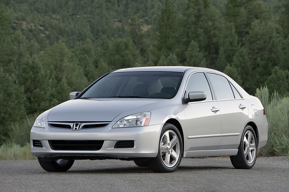 2007 Honda Accord Sedan EX-L Front Angle