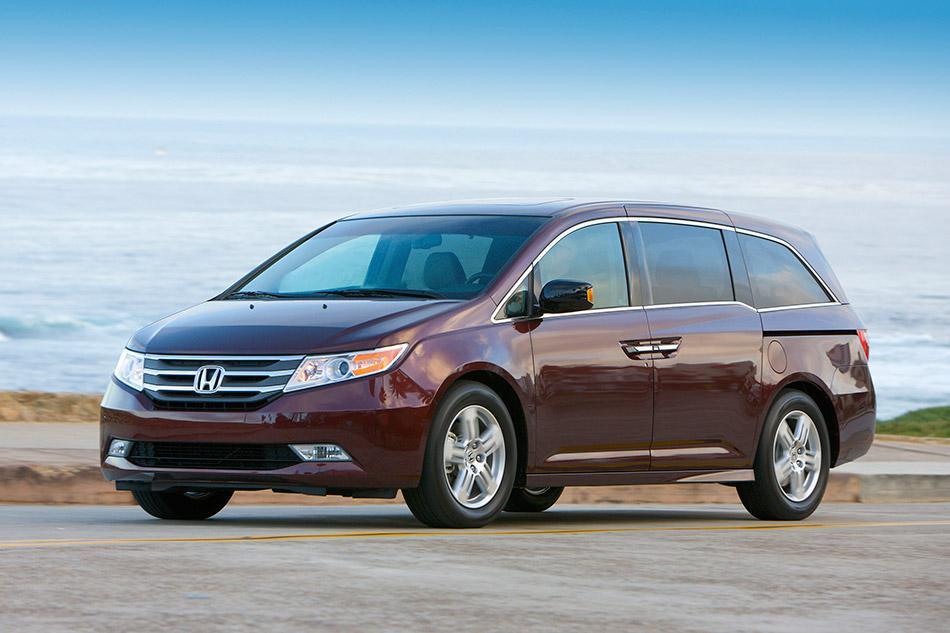 2011 Honda Odyssey Front Angle