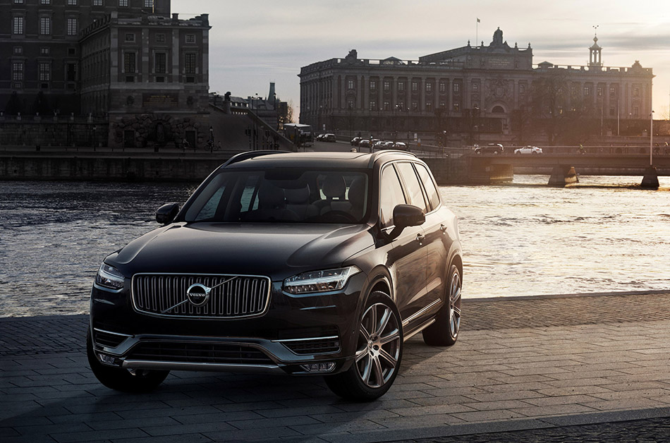 2015 Volvo XC90 Front Angle