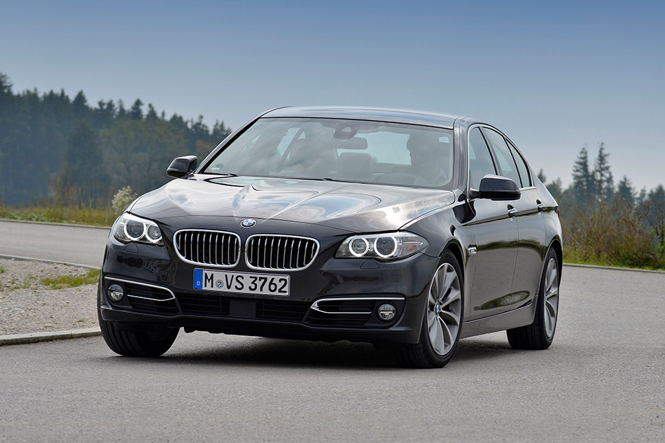 2015 BMW 518d Front Angle
