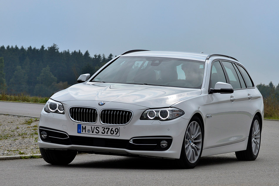 2015 BMW 520d Touring Front Angle