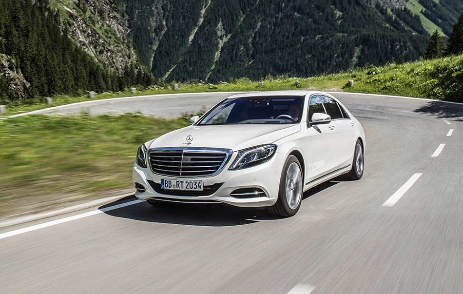 2015 Mercedes-Benz S550 Plug-In Hybrid Front Angle