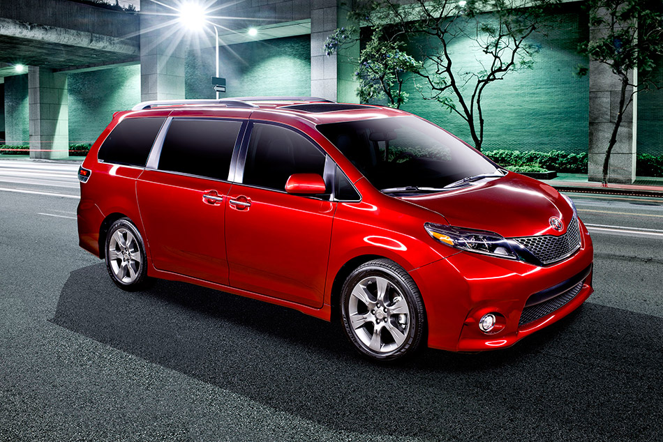 2015 Toyota Sienna Front Angle