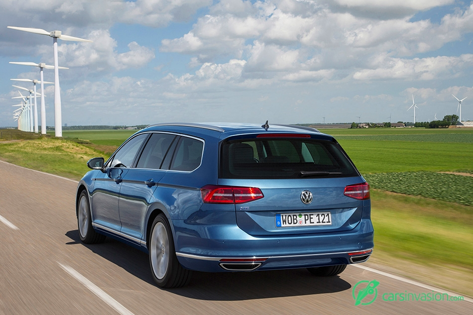 2015 Volkswagen Passat GTE Variant Rear Angle
