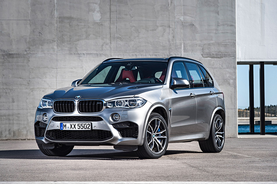 2016 BMW X5 M Front Angle