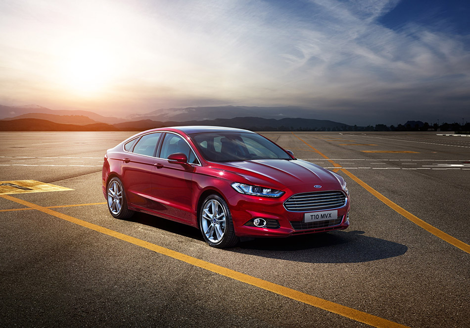 2015 Ford Mondeo Front Angle
