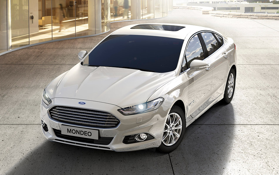 2015 Ford Mondeo Hybrid Front Angle