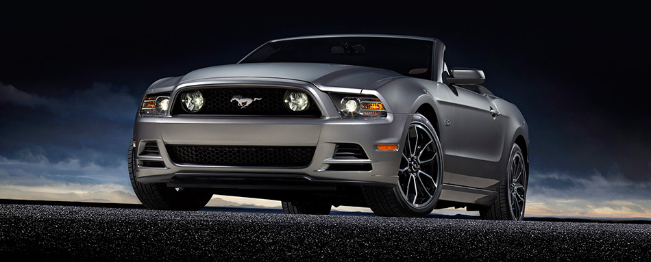 2013 Ford Mustang GT Front Angle