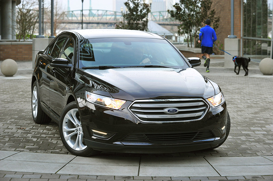 2013 Ford Taurus Front Angle