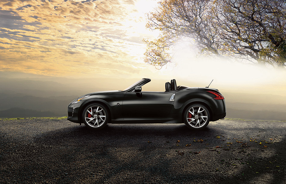 2015 Nissan 370Z Roadster Front Angle