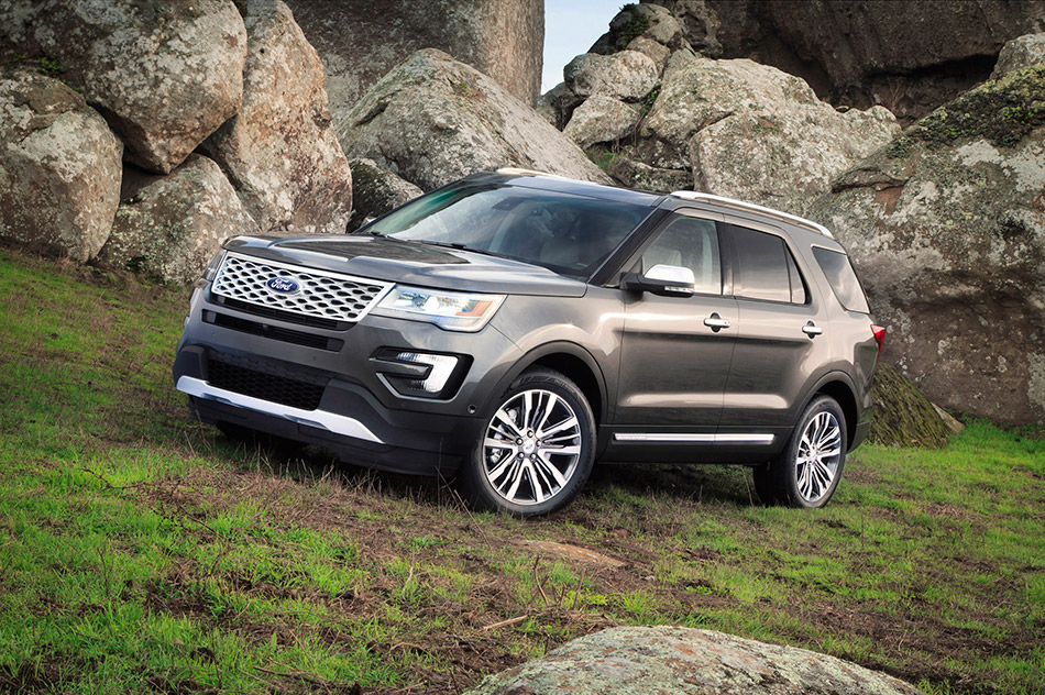 2016 Ford Explorer Front Angle