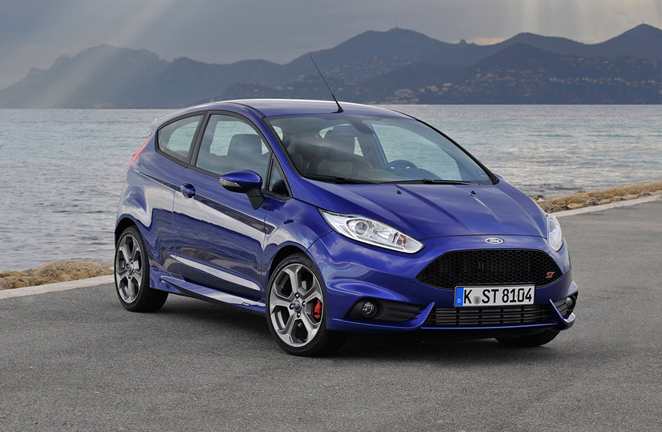 2013 Ford Fiesta ST Front Angle