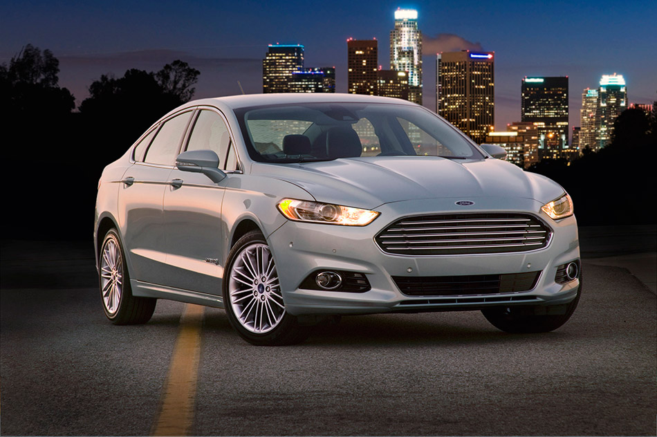 2013 Ford Fusion Hybrid Front Angle